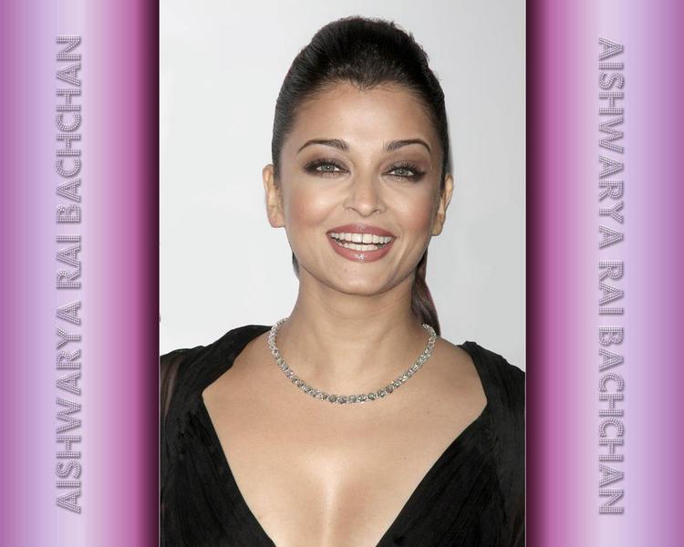 Smiling Beauty Aishwarya Rai Wallpaper