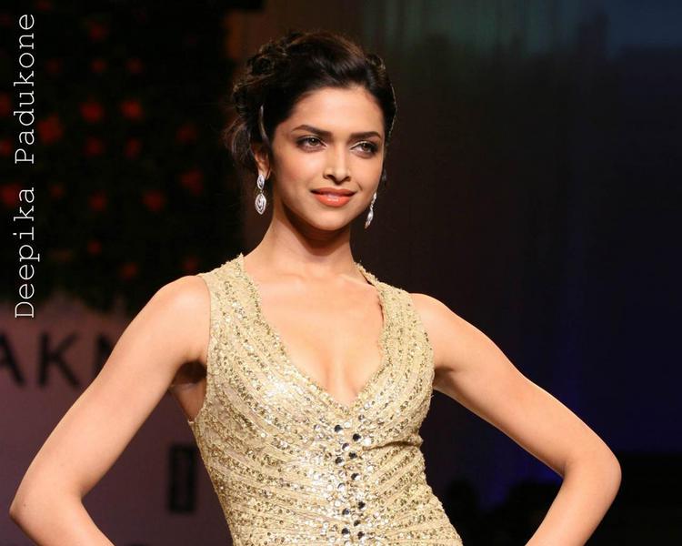 Deepika Padukone Golden Dress Gorgeous Beauty Still