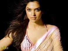 Deepika Padukone Rocking Face Look Still