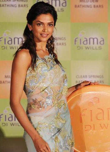 Deepika Padukone in Sexy Saree at Fiama Di Wills Soap 6 Pro Ad