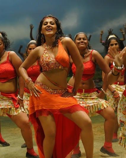 Anushka Sexy Dncing Still in Puli Veta