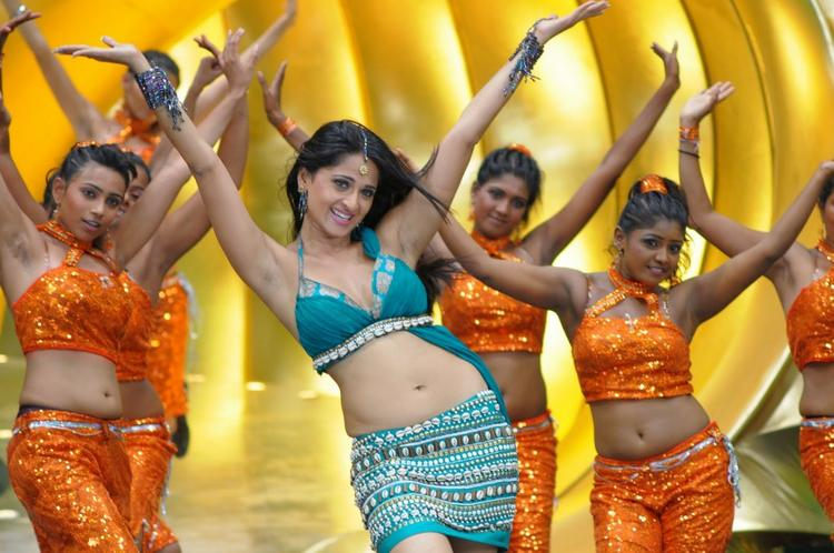 Anushka  Sexy Navel Expose Dance Still In Puli Veta