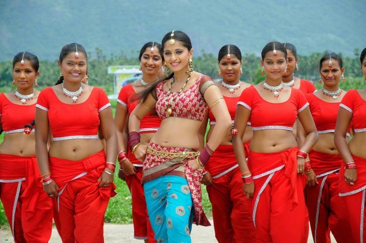 Anushka Sexy Photo in Puli Veta