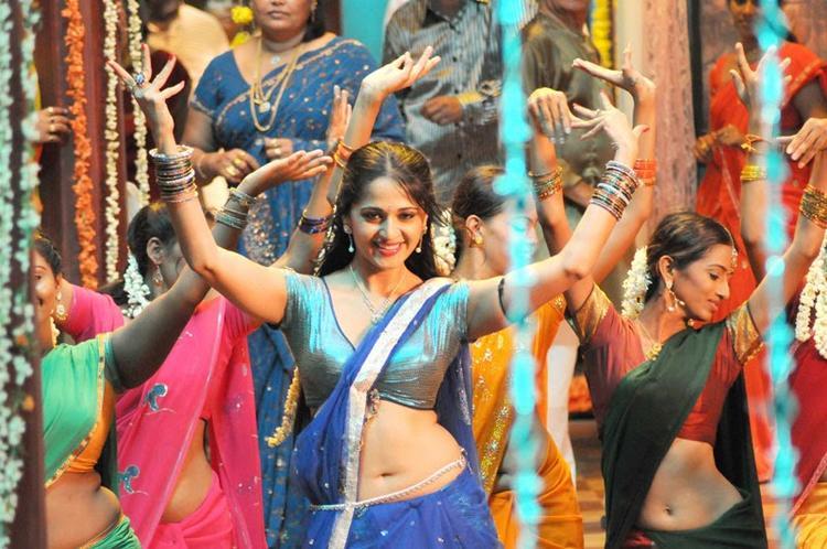 Anushka Shetty Dancing Pic In Vedam