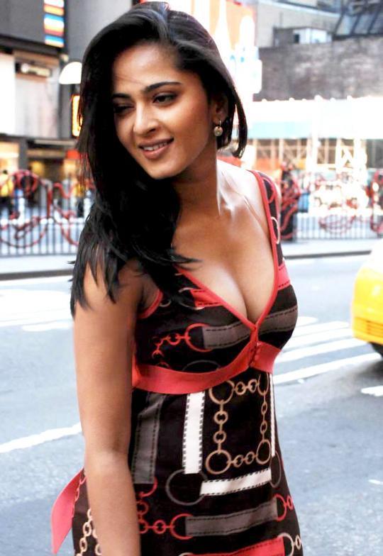 Anushka Shetty Open Boob Hot Pic