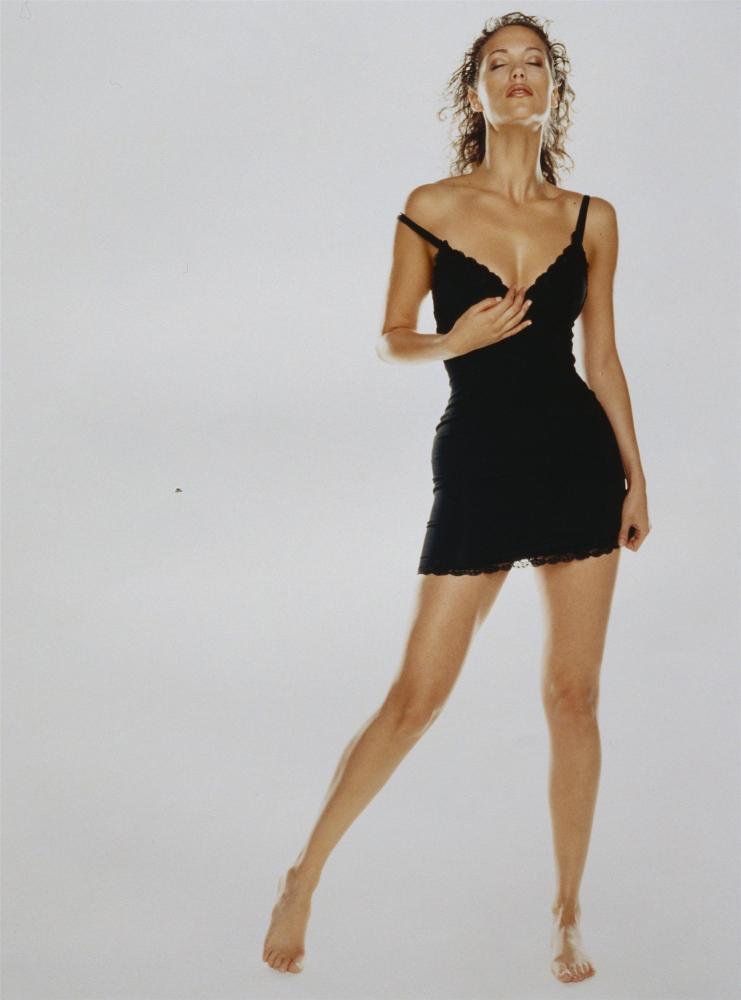 Elizabeth Berkley Glamor Model Photo