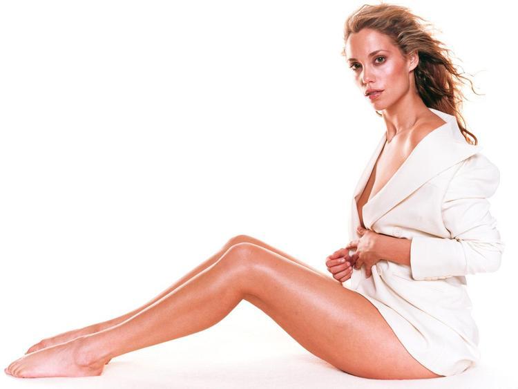 Elizabeth Berkley Glossy Legs Exposing Still