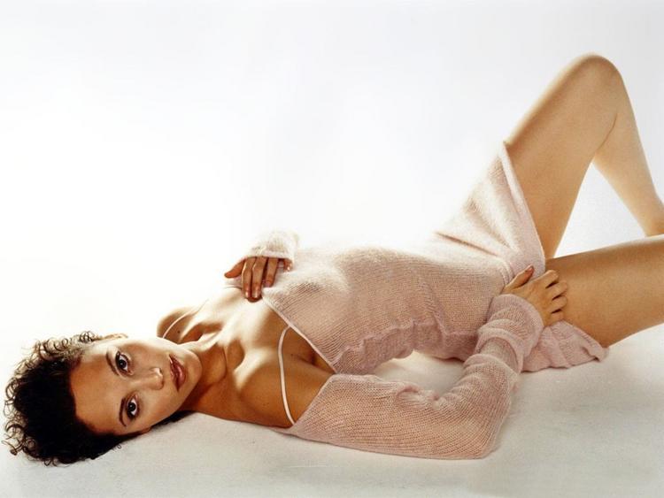 Elizabeth Berkley Very Sexy Picture