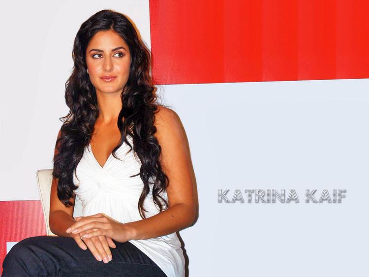 Sizzling Actress Katrina Kaif Wallpaper