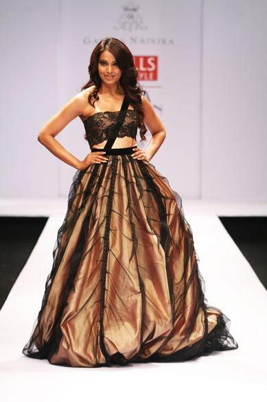 Bipasha Basu Beautiful Prom Gown Pic
