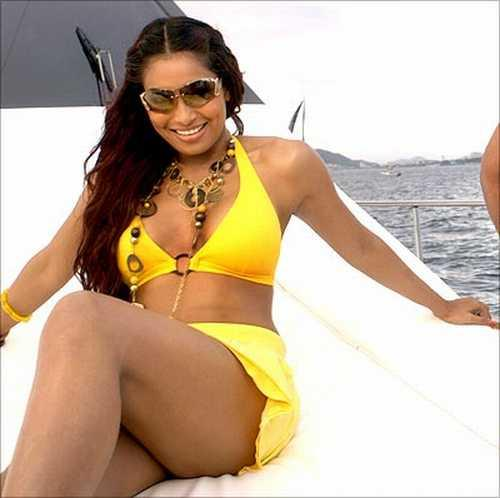 Bipasha Basu Bikini Hot Photo Shoot