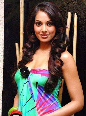 Bipasha Basu Looking Sizzling and Beautiful