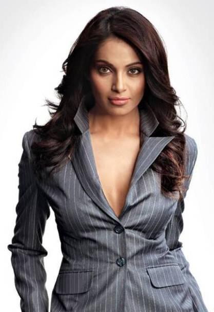 Bipasha Basu Open Boob Pic In Blazer