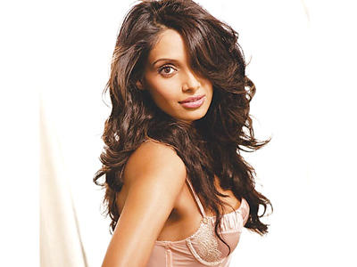 Bipasha Basu Shiny Face Sexy Still