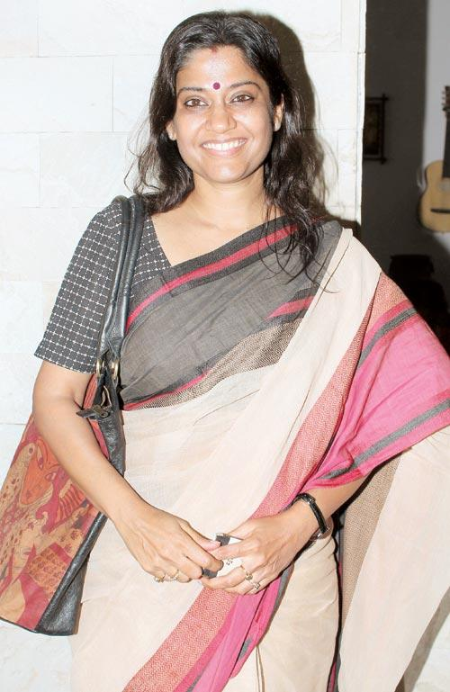 Renuka Shahane In Saree Smiling Pics