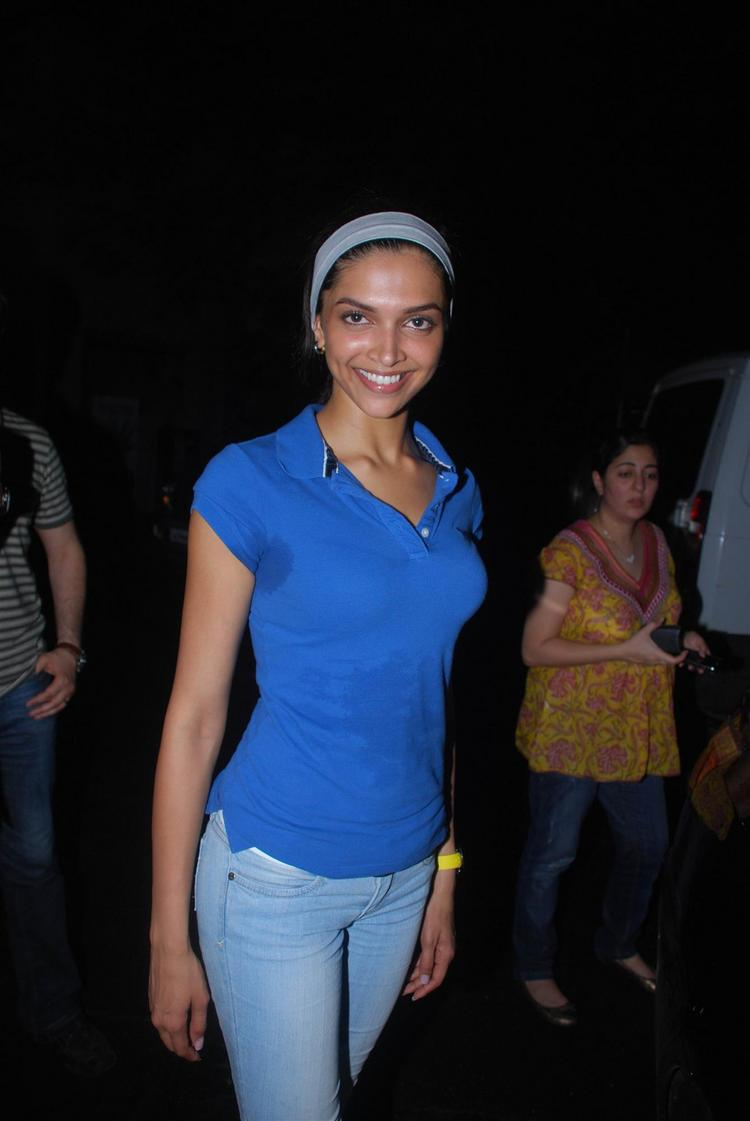 Deepika Padukone Glamour Still In Blue Tops And Tight Jeans