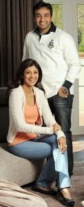 Shilpa Shetty And Raj Kundra Smiling Simple Pics