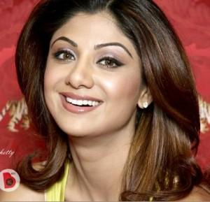 Shilpa Shetty Dazzling Face Look With Smiling Pics