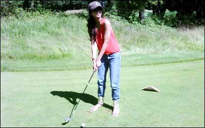 Shilpa Shetty Playing Golf Pics