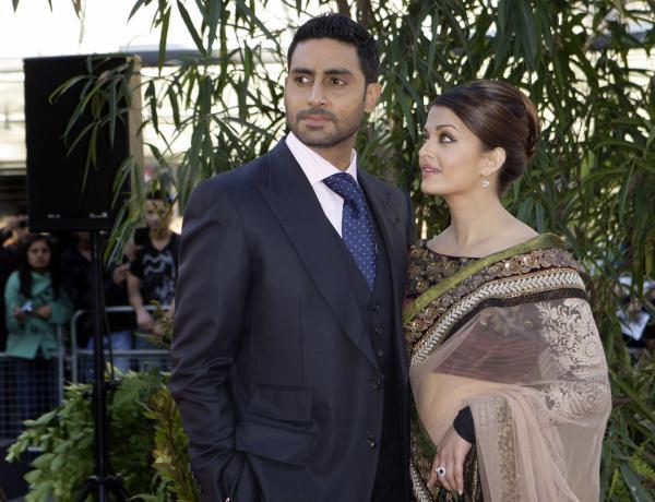 Aishwaryra and Abhishek On Red Carpet For Raavan