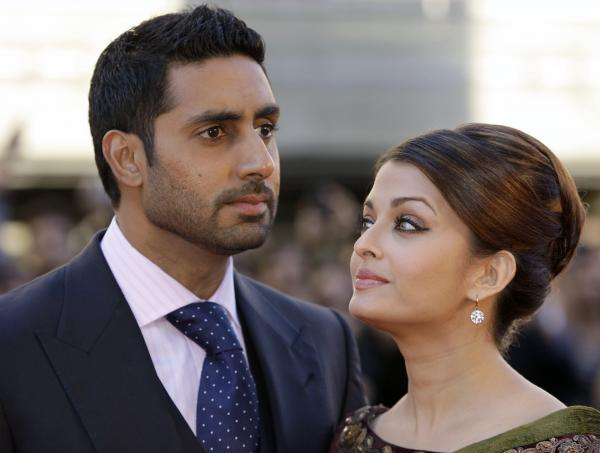 Aishwaryra Rai and Abhishek Bachchan Nice Pic On Red Carpet