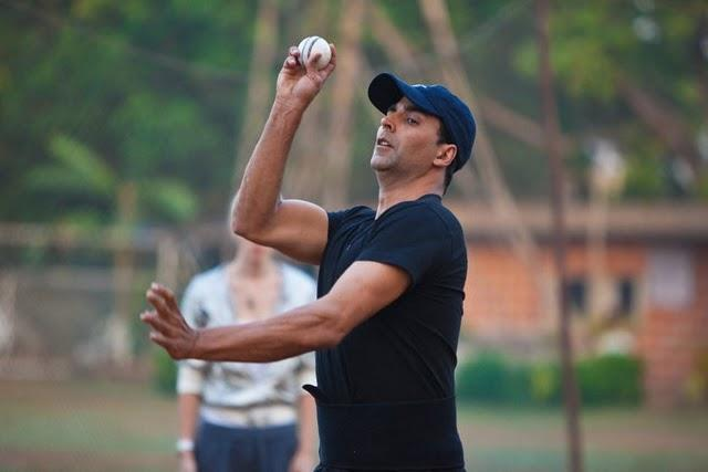 Akshay Kumar Bowling Pic In Patiala House