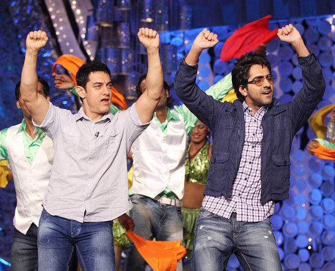 Aamir Khan Dancing Pic on NDTV Toyota Greenathon 4