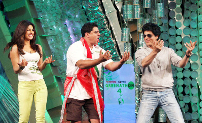 Shahrukh and Priyanka Dancing Pic at NDTV Greenathon 4 Event