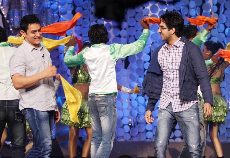 Ayushman and Aamir Dancing Pic at NDTV Greenathon 4 2012