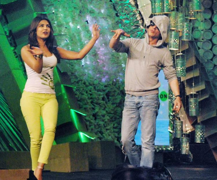 Shahrukh and Priyanka Don Dance Pic