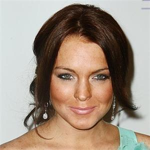 Lindsay Lohan Cute Hair Style and Sweet Smile Pic