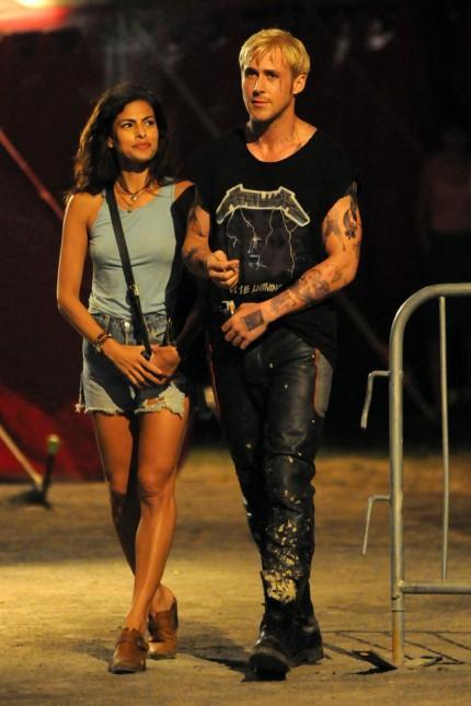 Eva Mendes and Ryan Gosling on The set Grunge