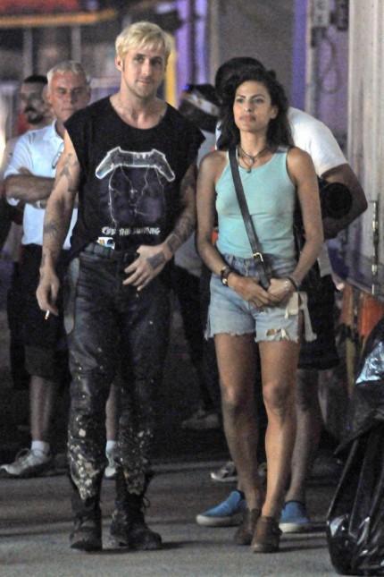 Ryan Gosling and Eva Mendes at Film Set Grunge