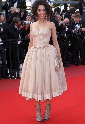 Mallika Sherawat Cute Prom Dress Pic On Red Carpet