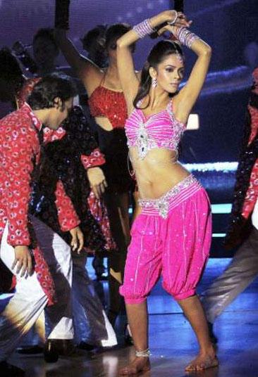 Mallika Sherawat Sexy Performance Still
