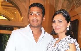 Lara and Mahesh Sweet Gorgeous Pic