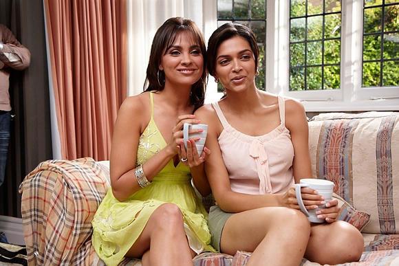 Lara Dutta and Deepika Cute Pic