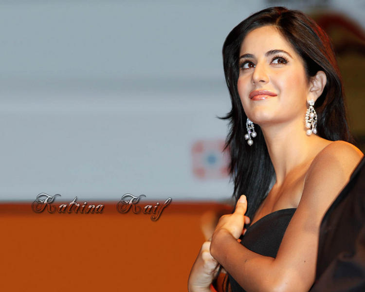 Katrina Kaif Sweet Shiny Face Look Wallpaper