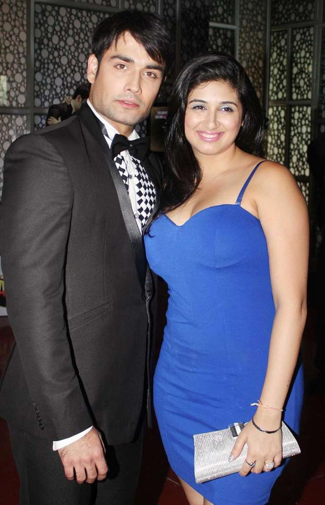 Vivian With Wife Vahbiz at The Premiere Of Madhubala