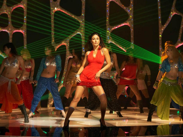 Kareena Kapoor Hot Dancing Pic In Red Dress