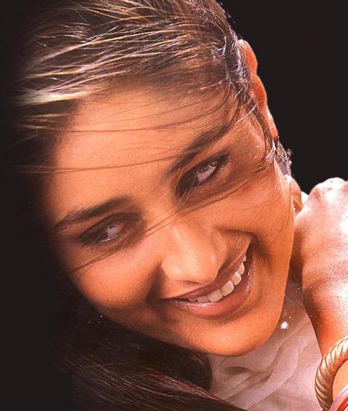 Kareena Kapoor Sexy Smile Pic