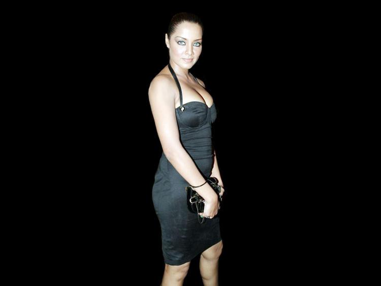 Celina Jaitley Open Boob Show Pic