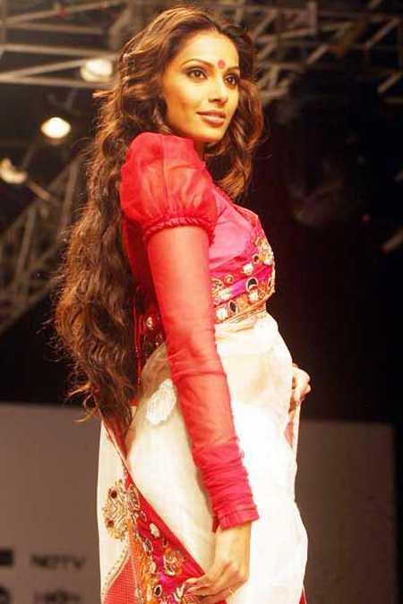 Bipasha Basu Fashion Photo Shoot in Saree