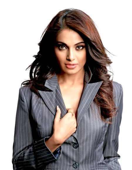 Bipasha Basu Hot Dazzling Beauty Face Look Pic