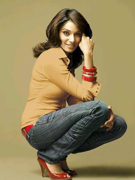 Bipasha Basu Sexy Pose photo Shoot
