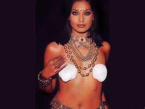Bipasha Basu Topless Dress Hot Pic