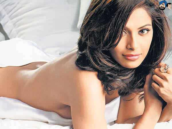 Bipasha Basu Without Dress Hot pic