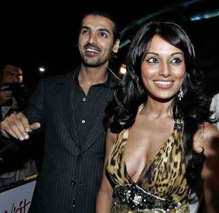 Sexy Bipasha Basu and John Sweet Smile Still