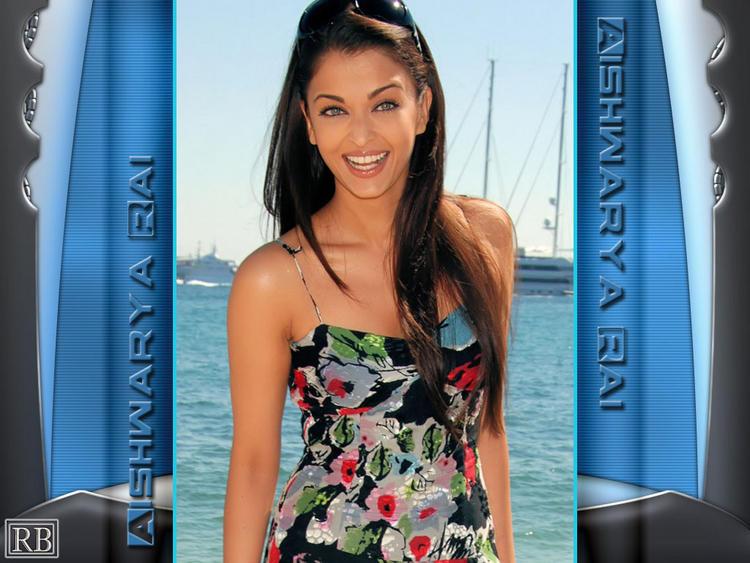 Aishwarya Rai Cute Smile Look Wallpaper