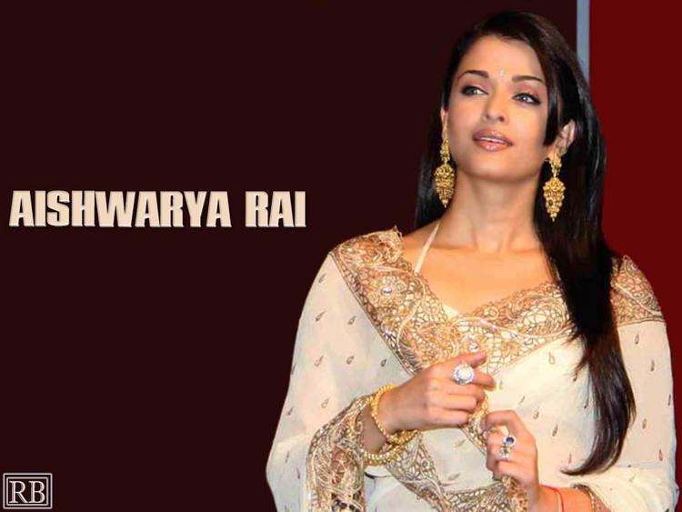 Aishwarya Rai Looking Very Beautiful In Saree